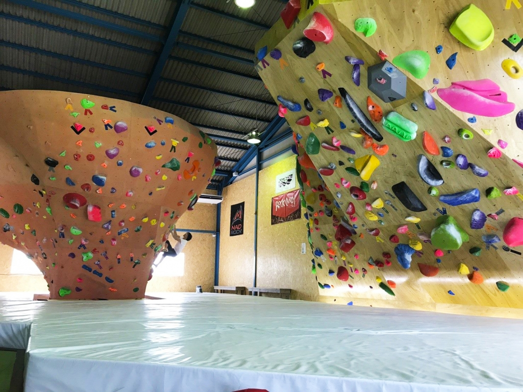 Climbing gym Mad Rock, Japan